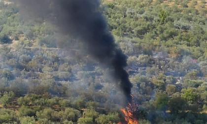 Spento dopo un lungo intervento l'incendio a Querceto