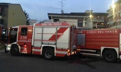 Paura in centro a Campi: domato poco fa l'incendio in piazza Matteucci – GUARDA LE FOTO