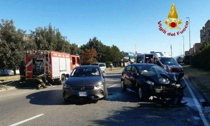 Ennesimo incidente sulla Barberinese. Uno dei conducenti rimane incastrato nell'abitacolo