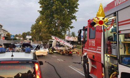 Incidente tra due auto e un furgone a Sesto Fiorentino