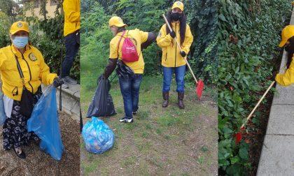 I Ministri Volontari della Chiesa di Scientology puliscono il parco di Via Allori