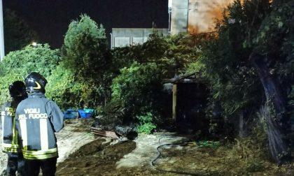 A fuoco una baracca disabitata al Ponte Petrino a Prato