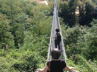 50enne di Vaiano si suicida al Ponte Sospeso. A casa ritrovato il cadavere della compagna