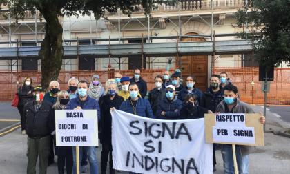 """""""Signa dice no a Rossi Assessore"""", in corso la mobilitazione sotto il Comune"""