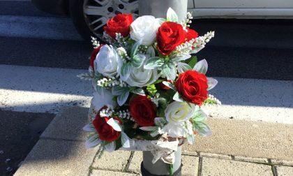 Un mazzo di rose rosse per il centauro morto all'Osmannoro