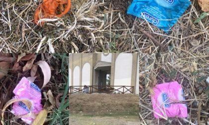 Sesso davanti al cimitero di San Mauro, slalom fra i preservativi