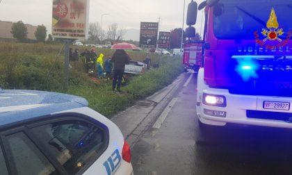 Incidente in via Paronese: si cappotta con l'auto dopo la rotonda LE FOTO