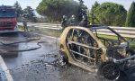 Auto prende fuoco al casello di Prato Ovest: illeso il conducente – IL VIDEO