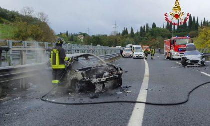 Grave incidente sull'A1. A fuoco una delle auto