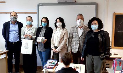 """L'azienda """"Dimensione Sicurezza"""" dona 1500 mascherine chirurgiche alla scuola primaria """"Hack"""" di Bagnolo"""