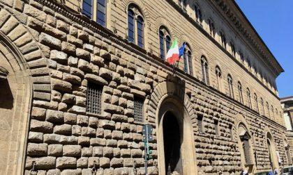 Prefettura di Firenze, controllate più di mille persone e elevate 30 sanzioni: un solo ferito e danni per i botti