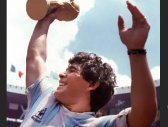 Addio a Diego Armando Maradona, tre anni fa la sua ultima visita a Firenze