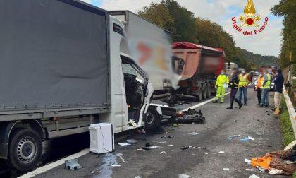 Incidente sulla A1 tra due mezzi pesanti e un furgone