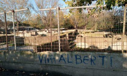 """""""Viva Alberti""""..spunta una scritta all'ingresso dell'ex canile di Sesto"""