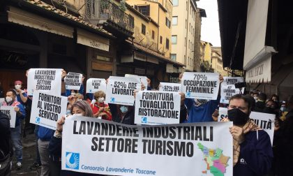 """La lunga marcia dei """"Ristoratori Toscana"""": stamani il flash mob sul Ponte Vecchio, poi la partenza fino a Roma – LE FOTO"""