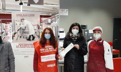L'assessore regionale all'ambiente e protezione civile Monia Monni dona per la ricerca  e contribuisce alla campagna di Unicoop Firenze