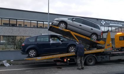 La polizia municipale di Carmignano ha rimosso due auto abbandonate nella zona industriale di Ficarello LE FOTO
