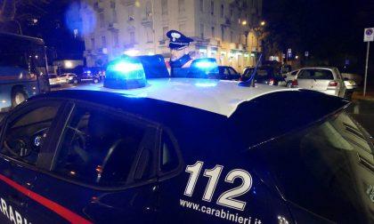 Nascondeva droga sotto la tappezzeria della cappotta dell'auto: arrestato 23enne