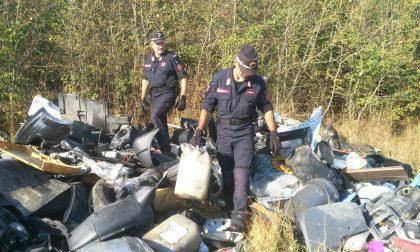 Cumuli di rifiuti scovati dai Carabinieri Forestali a Reggello