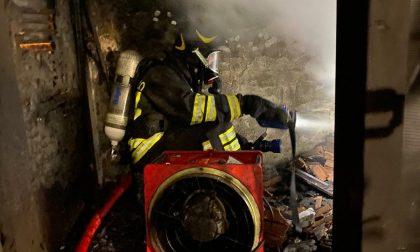 Incendio in una piccola ditta artigianale, interventi i vigili de fuoco di Prato