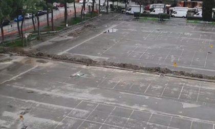 Piazza Togliatti a Scandicci: lavori a rilento, parcheggi ridotti e tanti disagi