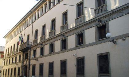 Crolla pezzo di cornicione da palazzo Questura a Firenze
