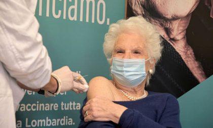 Insulti a Liliana Segre dopo il vaccino: tra gli indagati anche un pratese