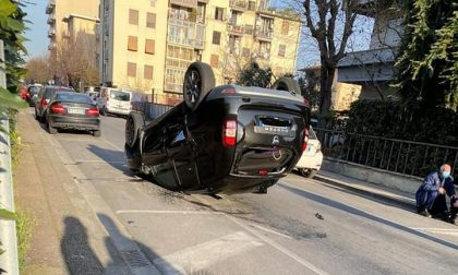 Incidente a Campi questa mattina: auto si ribalta
