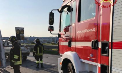 Incidente in viale Leonardo da Vinci: scontro tra due autocarri