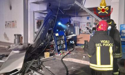 Esplosione in un distributore di carburanti: paura nella notte a Firenze