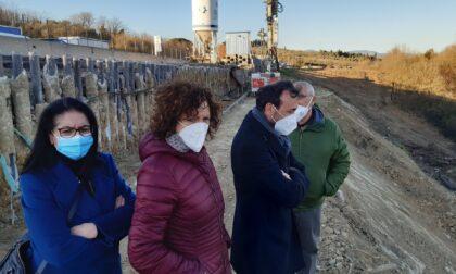Lastra a Signa, sopralluogo del sindaco Bagni e dell'assessore Caporaso al cantiere dei lavori per il cedimento del muro di contenimento della FiPiLi in via di Carcheri