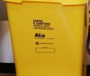Vernio, all'Infopoint distribuzione dei bidoncini gialli per carta e cartone a chi ne è sprovvisto