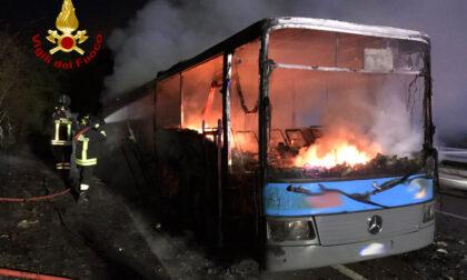 Autobus a fuoco a Calenzano: l'intervento dei vigili del fuoco
