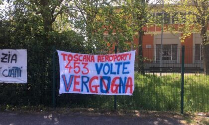 """All'Osmannoro uno striscione contro la vendita della società """"Toscana Aeroporti Handling"""""""