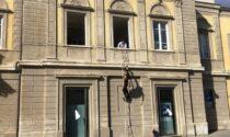 """In scena la protesta (ironica) dell'attore Nicola Pecci """"Riaprite il teatrodante  Carlo Monni"""""""