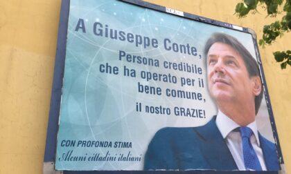 "A Firenze maxi manifesto ""Grazie Giuseppe Conte"""