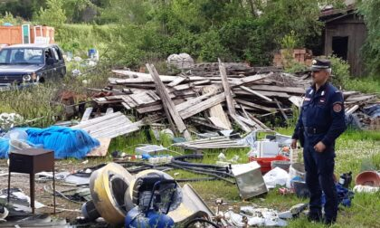 Campi Bisenzio, cumuli di rifiuti abbandonati in via Castronella: denunciato titolare ditta edile