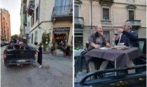 Gli tolgono il giardino, ristoratore accoglie i clienti… su un pick-up