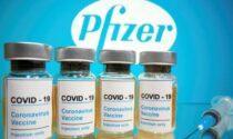 Vaccini Covid, prenotazioni al via per chi si sposa e per i maturandi