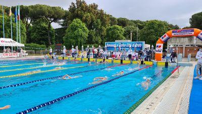 """La città del nuoto è ripartita, centinaia per il """"Città di Prato"""""""