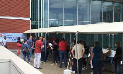 Attimi di tensione al centro  vaccinale di Scandicci, sono intervenuti i Carabinieri