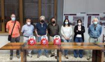 La farmacia cooperativa di Vaiano dona tre defibrillatori alla popolazione: la consegna al Comune
