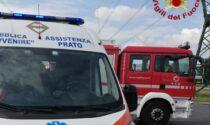 Incidente in via Piemonte: ciclista resta incastrato sotto un'auto