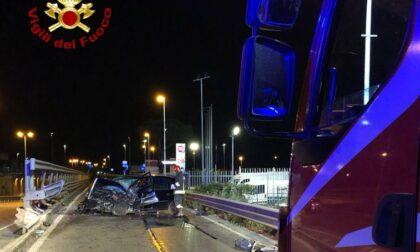 Auto sbatte sul guard-rail in viale Leonardo Da Vinci a Prato, lievemente ferita la conducente