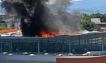 Incendio al supermercato di Ponte a Greve, proseguite tutta la notte le operazioni di spegnimento