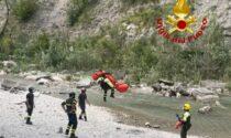 Cade alle cascate di Moraduccio: vigili del fuoco salvano un uomo con l'elicottero