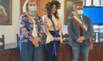 Maria Alezandra discute la tesi di laurea dal salone consiliare di Vernio