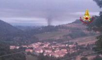 Incendio in una falegnameria: numerose squadre dei pompieri da più parti della Toscana