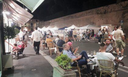 """Al Poggetto cene in strada, musica e negozi aperti la sera con """"Poggio in Vetrina"""""""