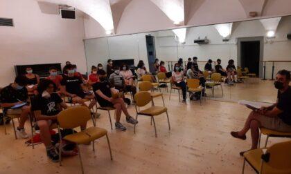 Dall'aula al palcoscenico: la scuola non va in vacanza (ma va a teatro) per 25 studenti del Copernico
